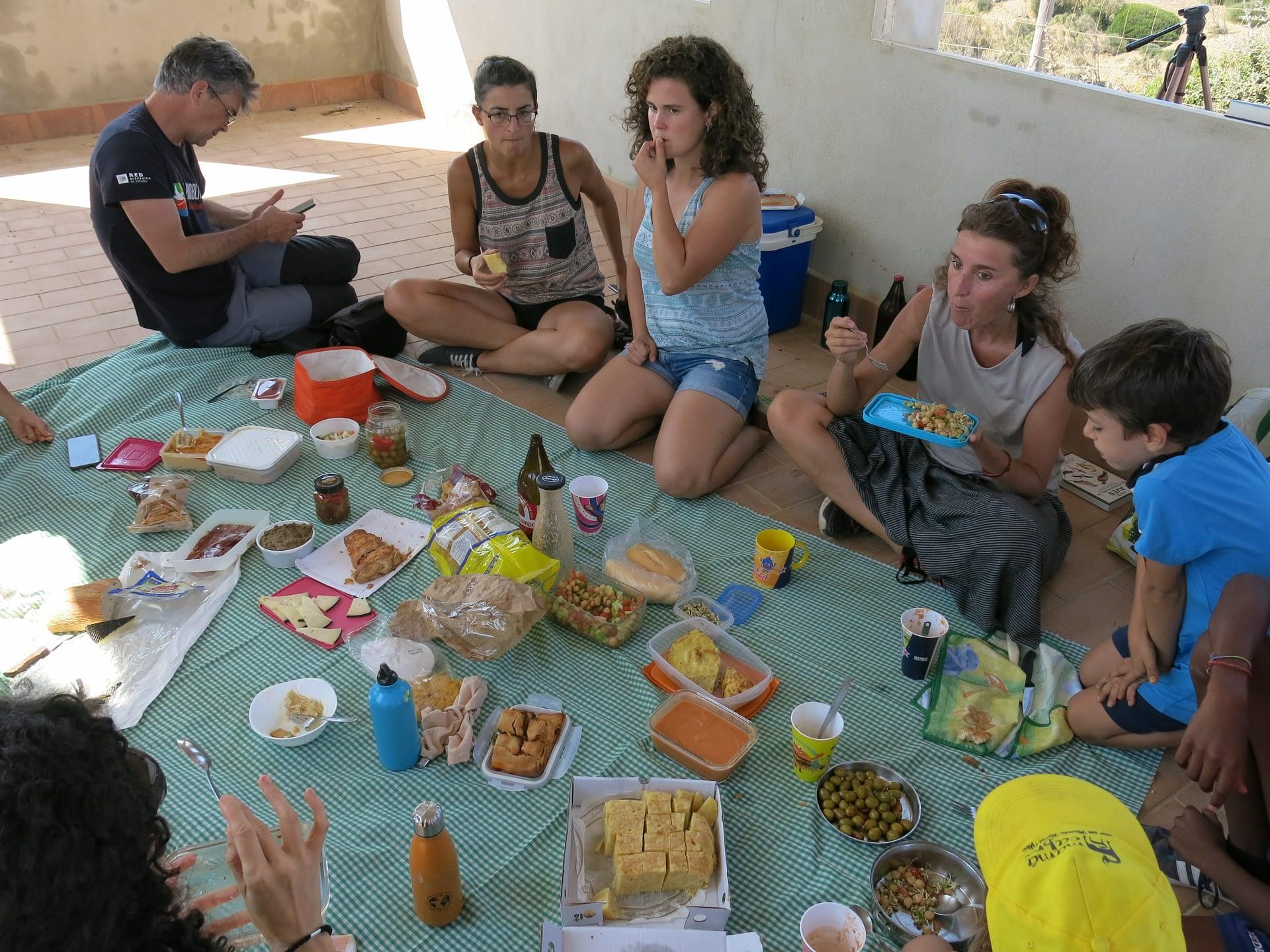 Comiendo en Punta Camorro